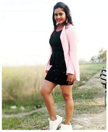 Bhojpuri actress Anjana Singh looks ravishing in a black dress
